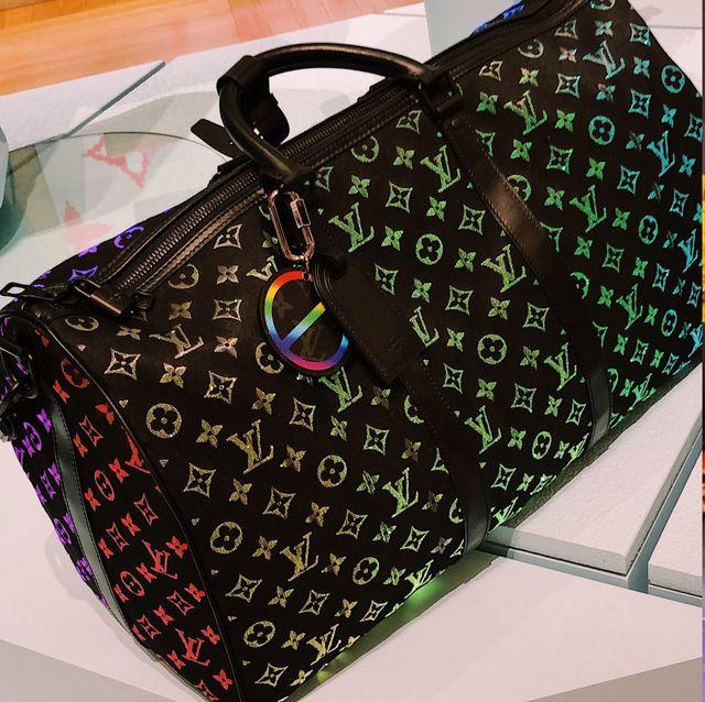 IG上瘋傳LV 會發亮的Keepall 彩虹包台灣也有賣!自動發光變色的七彩包包太狂 竟要價台幣83萬
