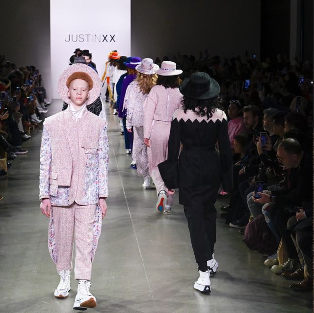 【紐約時裝週】JUST IN XX 設計師周裕穎把台灣藝術搬上伸展台!美國海關狂讚:球鞋會大賣!