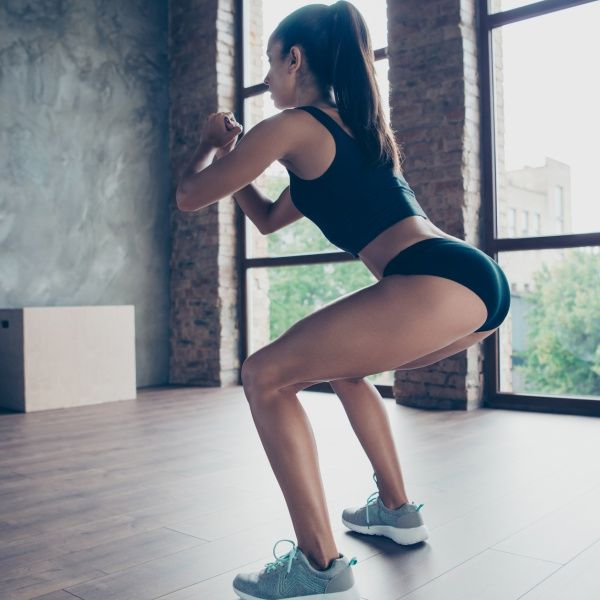 宅在家越來越胖?4招臀腿燃脂居家運動,練出蜜桃臀、爆瘦大腿馬鞍肉
