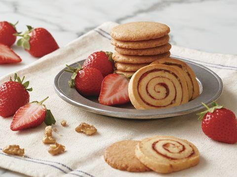 抓住草莓季尾巴!aunt stella推出「草莓奶油餅乾、核桃捲心餅乾」,新鮮草莓果泥+果醬太銷魂