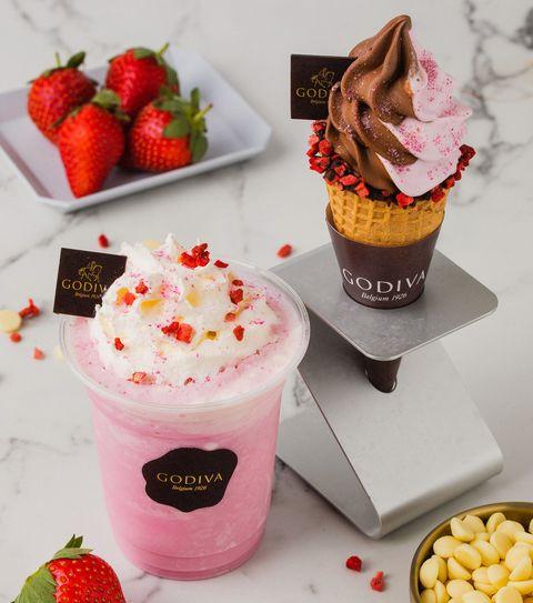 台灣草莓季限定!Godiva推出甜美療癒「草莓巧克力霜淇淋」