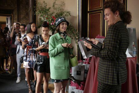 艾蜜莉在巴黎emily in paris  莉莉柯林斯 劇中穿搭同款包款