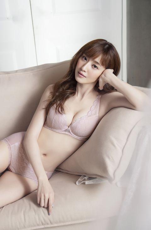 Gravure idol, Japanese idol, Skin, Beauty, Clothing, Model, Brassiere, Leg, Long hair, Lingerie,