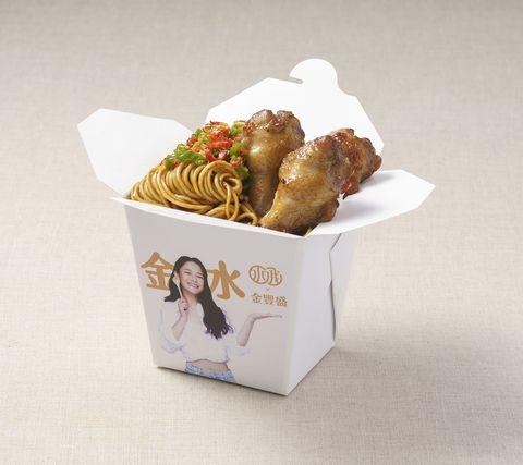 金豐盛雞肉和千千自創品牌,推出聯合餐車,必吃款包括「蒜香豆瓣辣雞麵」。