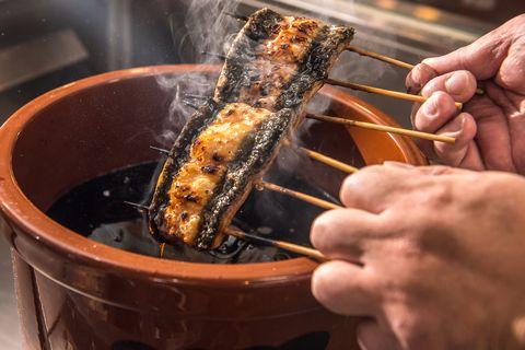 【台中美食】揀選外銷等級青口鰻、木炭慢火烘烤鰻魚!「無敵一家 鰻や」打造超過20種特色鰻魚飯料理