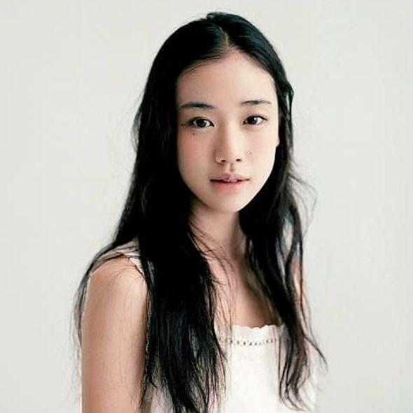 日本「空靈女神」蒼井優秘密閃婚!對象是大9歲諧星山里亮太