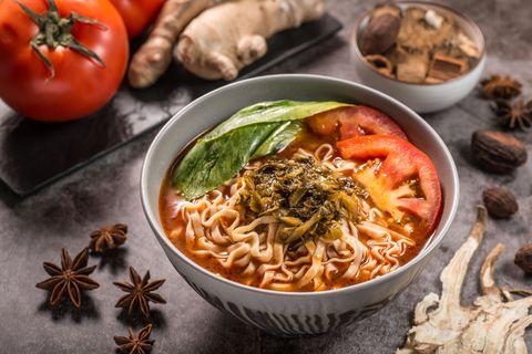 詹麵推出素食新口味!詹姆士分享即食湯麵如何煮的好吃:「秘訣全在湯怎麼煮!」
