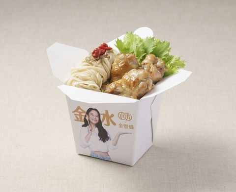 金豐盛雞肉和千千自創品牌,推出聯合餐車,必吃款包括 「薑燒麻油雞麵線」。