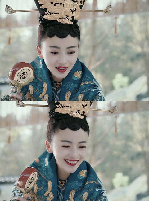 Hair, Face, Head, Hairstyle, Lip, Eye, Headpiece, Hair accessory, Peking opera, Smile,