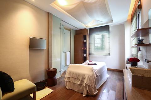 Room, Bedroom, Furniture, Interior design, Property, Bed, Building, Ceiling, Suite, Bed sheet,