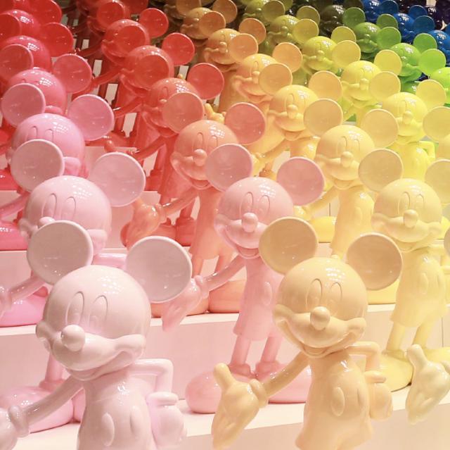 People, Balloon, Pink, Cartoon, Crowd, Party supply, Illustration, Animation,