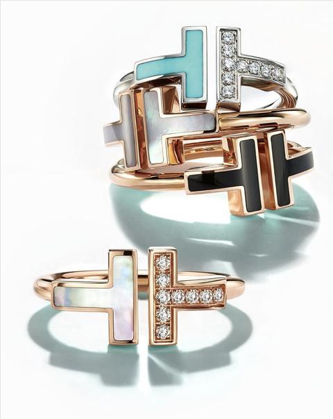Tiffany T Wire系列全新推出珍珠白與鑲鑽系列混搭風,喜歡Tiffany飾品的粉絲又多了新選擇!