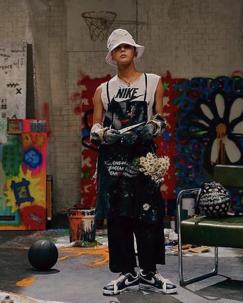 Fashion, Artist, Performance, Street performance, T-shirt, Street art, Performance art, Street fashion, Art,