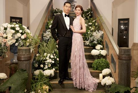 林志玲與Akira婚禮穿夏姿⋅陳 SHIATZY CHEN中式禮服送客,兩人看起來完全甜蜜呀!