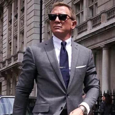 Suit, Street fashion, White-collar worker, Eyewear, Blazer, Formal wear, Fashion, Outerwear, Businessperson, Sunglasses,