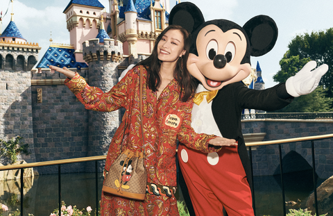 揹上Gucci X 米奇包款走在迪士尼樂園裡完全適合呀!