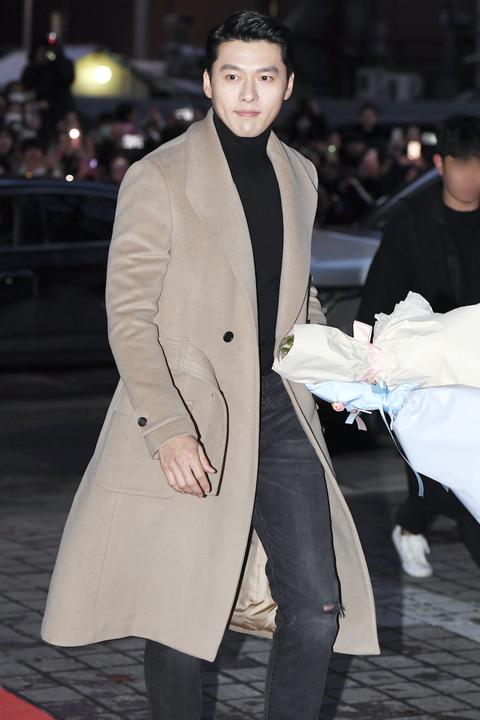 玄彬穿著 FENDI 訂製大衣出席韓劇《愛的迫降》慶功宴。
