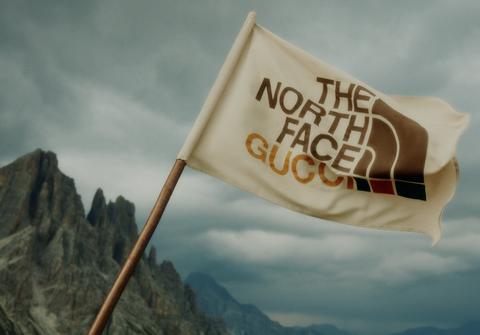the north face x gucci聯名印花羽絨衣、登山靴、後揹包一次看