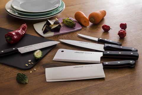 西班牙刀具品牌arcos阿科斯,採用獨家不鏽鋼刀片。西班牙米其林二星名廚mario sandoval馬利歐·桑多瓦爾擔任2020年度品牌代言人