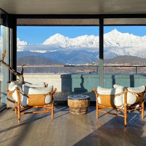 既下山梅里」建造絕美環景落地窗、全館僅19間房能與神山共眠