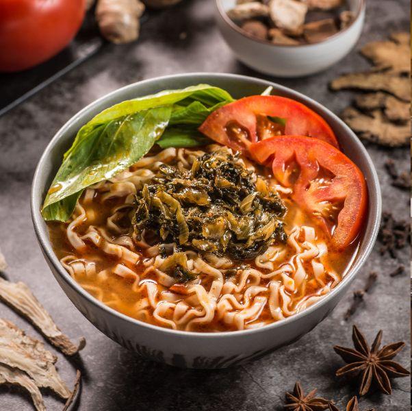 詹麵推出素食新口味!詹姆士分享湯麵如何煮的好吃:「秘訣全在麵湯怎麼煮!」