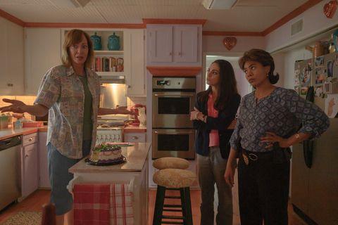 《老娘演很大》宛如瘋狂喜劇版《控制》!艾莉森珍妮、奧卡菲娜、蜜拉庫妮絲同台耍狠鬥智鬥實力