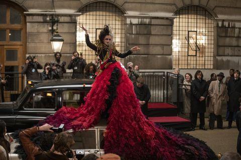 迪士尼《時尚惡女:庫伊拉》今年上映!艾瑪史東主演《101忠狗》真人版前傳,超狂預告和劇照首發