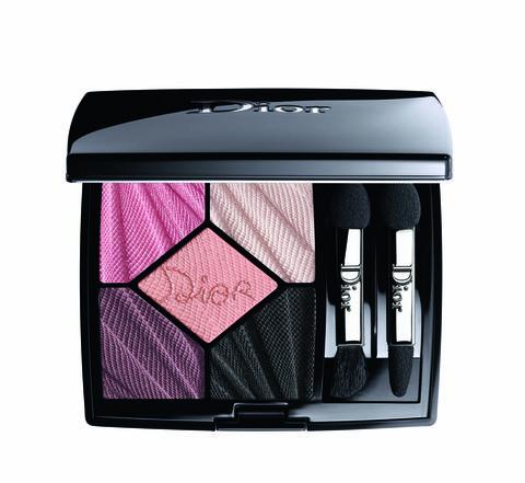 Eye shadow, Pink, Eye, Violet, Beauty, Cosmetics, Purple, Organ, Brush, Human body,
