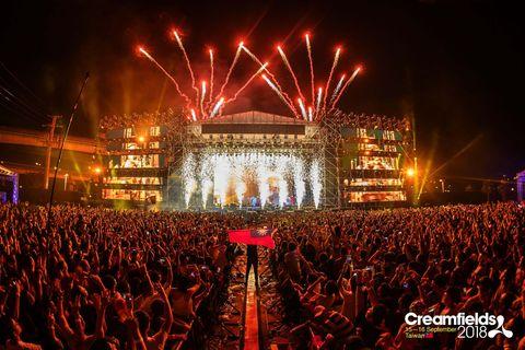 Entertainment, Stage, Crowd, Performance, Event, Concert, Public event, Spectacle, Performing arts, Rock concert,