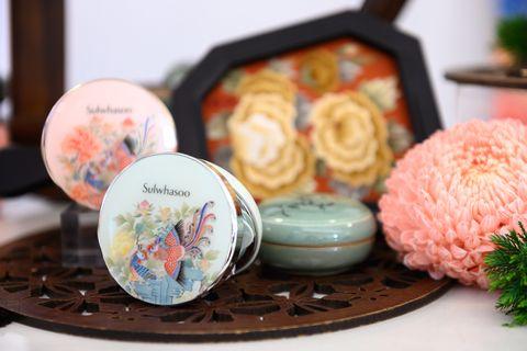 「完全是皇后娘娘在用的氣墊粉餅!」雪花秀攜手韓國藝術家推出「鳳凰于飛」限量彩妝