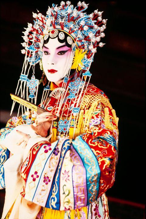 Peking opera, Taiwanese opera, Tradition,