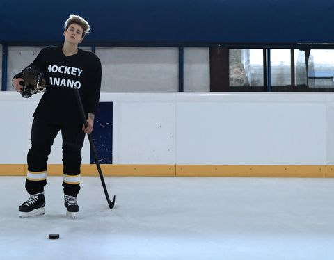 Ice hockey, Hockey, Stick and Ball Games, Ice rink, Team sport, Player, Sports equipment, Sports, Bandy, Skating,