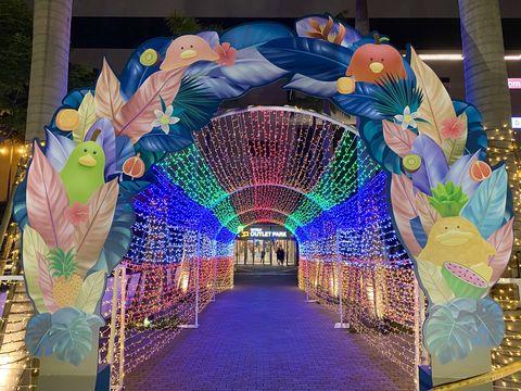 彩虹燈光的隧道