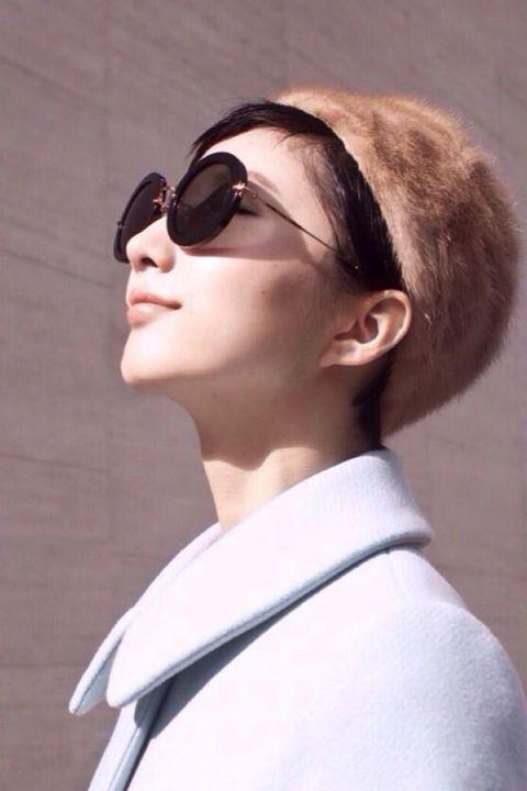 Eyewear, Hair, Sunglasses, Hairstyle, Glasses, Chin, Beauty, Fashion, Vision care, Lip,