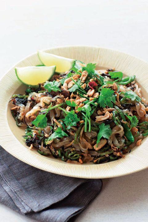 乾物と万願寺唐辛子のタイ風焼きそば のレシピ・作り方|ELLE gourmet [エル・グルメ]