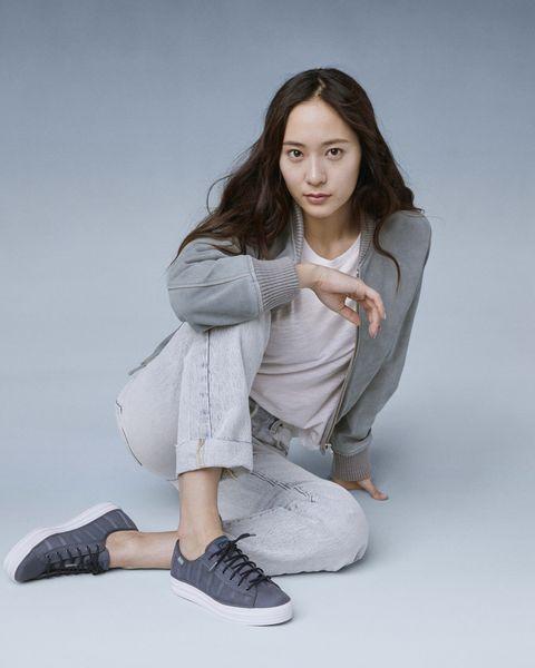 Krystal 鄭秀晶 示範KEDS休閒鞋穿搭