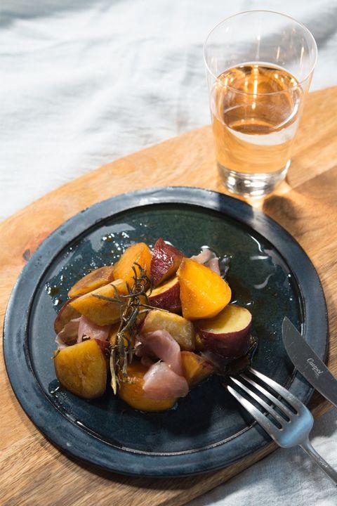 さつまいもと柿と生ハムのハニーバルサミコ炒め