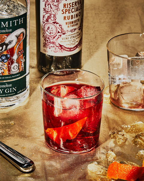 negroni cocktail with campari, vermouth rosso and london dry gin
