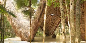 Arcos de bambú para el templo Lúum, obra de Co-Lag Design