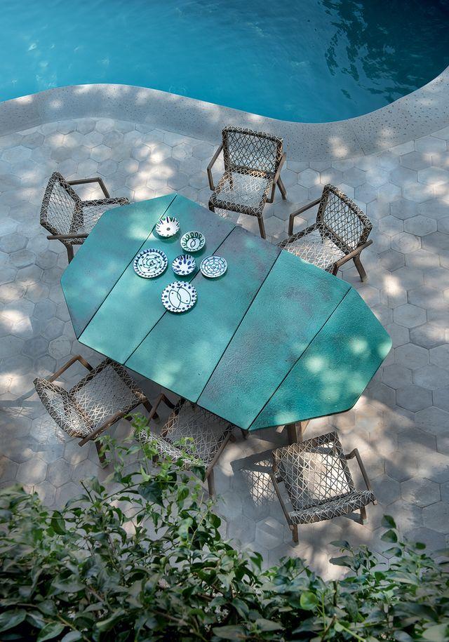 ethimo, tavolo da esterno rafael disegnato da paola navone