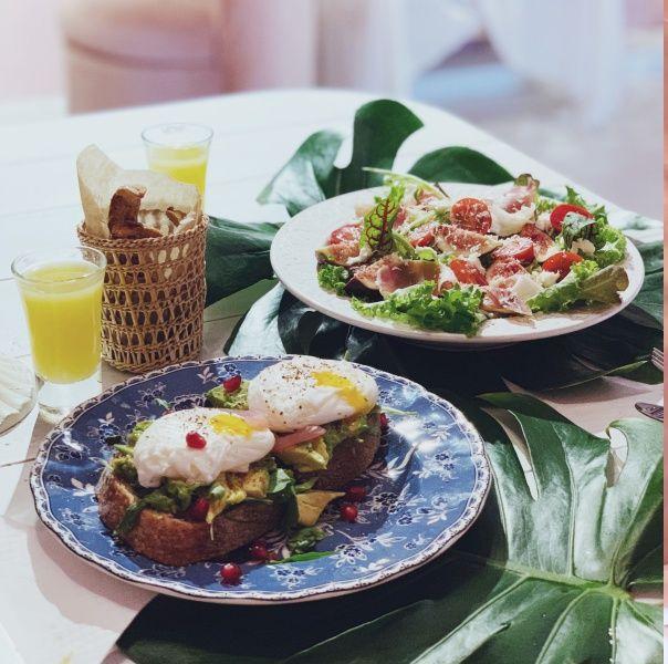 Dish, Food, Cuisine, Table, Meal, À la carte food, Brunch, Garnish, Room, Tableware,