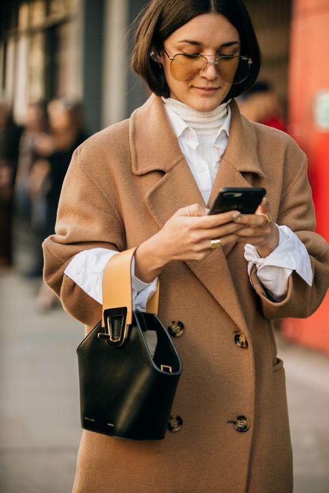 Street fashion, Fashion, Beauty, Outerwear, Coat, Blazer, Bag, Fashion accessory, Eyewear, Jacket,