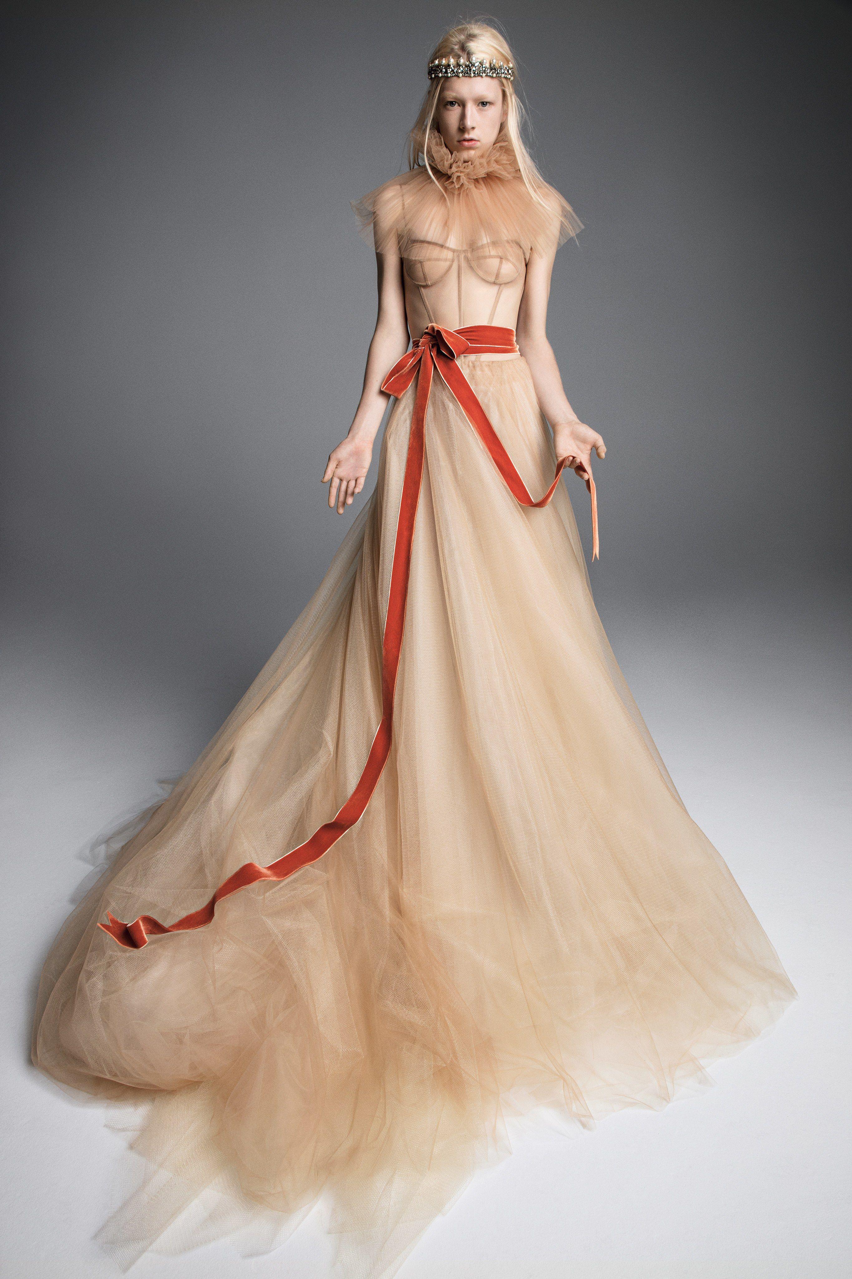 a0d2b481e0428 80+ Best Wedding Dresses Fall 2019 - Top Autumn Bridal Runway Looks