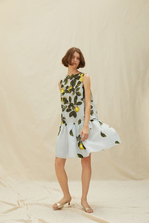 moschino resort 21 lemon dress meghan markle
