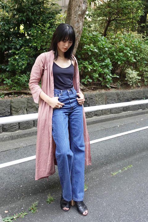 Clothing, Denim, Jeans, Street fashion, Snapshot, Fashion, Footwear, Textile, Outerwear, Waist,