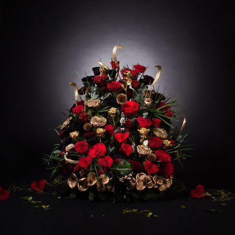 Petal, Cut flowers, Still life photography, Flowering plant, Christmas, Flower Arranging, Artificial flower, Christmas decoration, Floral design, Illustration,