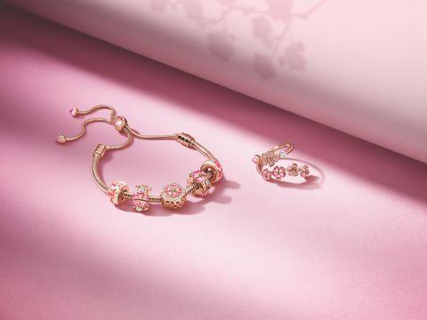 Pandora 特別為亞洲女生設計全新的「漫漫桃花Peach Blossom」系列珠寶