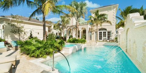 Property, Swimming pool, Building, Real estate, House, Estate, Home, Mansion, Vacation, Villa,