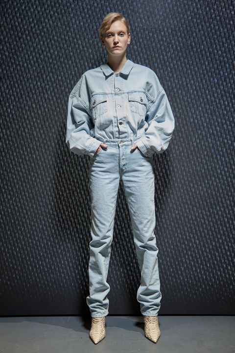Dress shirt, Collar, Shoe, Sleeve, Shirt, Pocket, Textile, Standing, Style, Uniform,