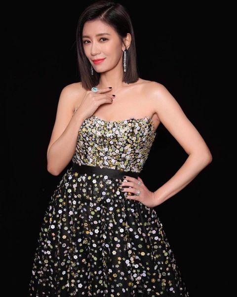 Dress, Clothing, Fashion model, Cocktail dress, Shoulder, Strapless dress, Beauty, Waist, A-line, Fashion,